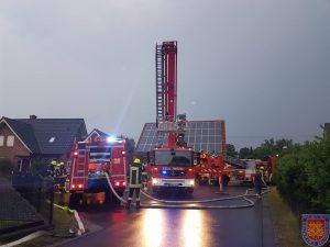 Gestern mehrere Unwetter Einsätze – Dachstuhlbrand in Suddendorf – Heute Person im Aufzug